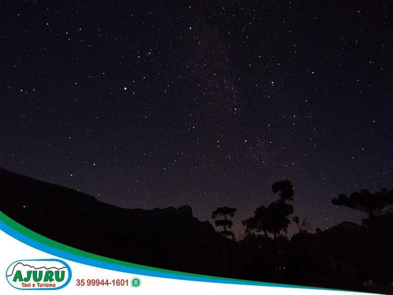Vista do céu noturno em Aiuruoca-MG
